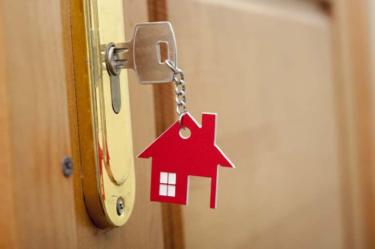 buitengesloten met sleutel op de deur